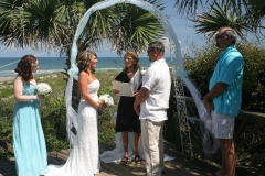 Crescemt-Beach-Yard-Wedding-scaled